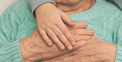 Як одиноким особам, яким понад 80 років, отримати допомогу на догляд