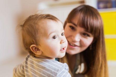 Нові умови надання допомоги одиноким матерям